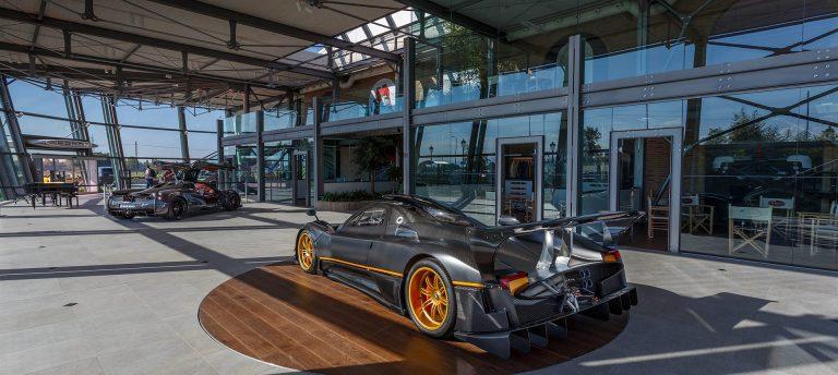progetto arredo negozio pagani automobili